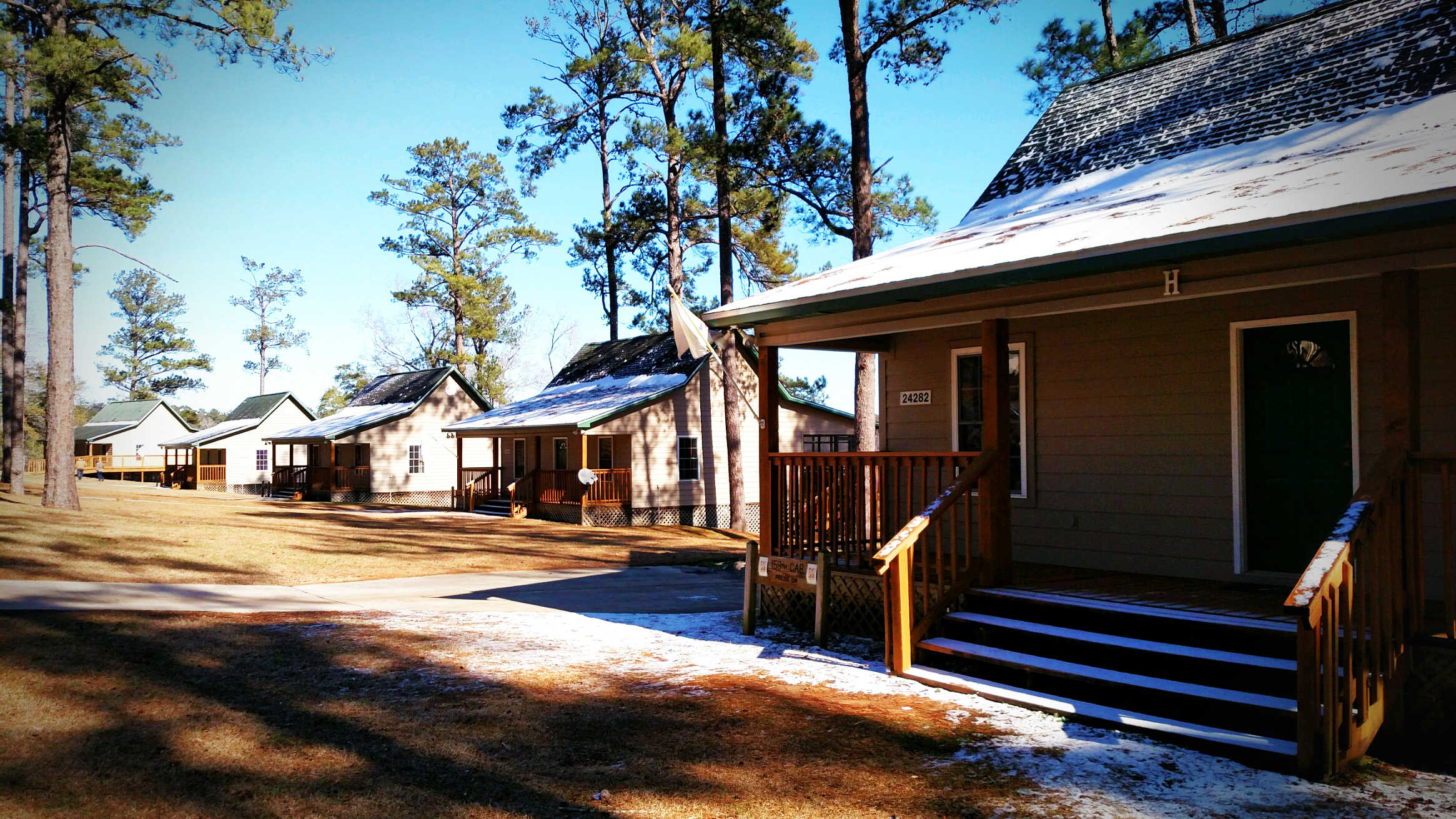 lake tholocco cabins_snow.jpg
